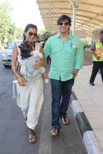 Vivek Oberoi, Priyanka Alva snapped at Airport on 20th Feb 2016 (36)_56c9657745ca6.JPG