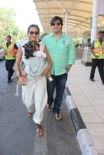 Vivek Oberoi, Priyanka Alva snapped at Airport on 20th Feb 2016