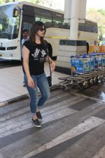 Zarine Khan snapped at Airport on 20th Feb 2016 (28)_56c9664921224.JPG