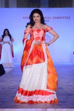 Bhagyashree walk for Maheka Mirpuri show in support of Terry Fox run in Mumbai on 21st Feb 2016 (143)_56cab41de0552.JPG