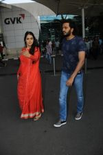 Genelia D Souza, Riteish Deshmukh snapped at airport on 21st Feb 2016 (1)_56caabdb96eb2.JPG