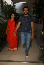 Genelia D Souza, Riteish Deshmukh snapped at airport on 21st Feb 2016 (35)_56caabdcada54.JPG