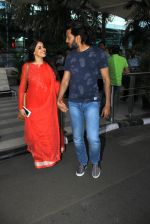 Genelia D Souza, Riteish Deshmukh snapped at airport on 21st Feb 2016 (37)_56caabdd6aa09.JPG