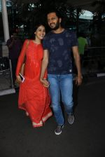 Genelia D Souza, Riteish Deshmukh snapped at airport on 21st Feb 2016 (39)_56caabde481d8.JPG