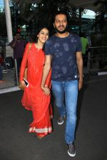 Genelia D Souza, Riteish Deshmukh snapped at airport on 21st Feb 2016