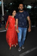 Genelia D Souza, Riteish Deshmukh snapped at airport on 21st Feb 2016 (41)_56caabdf10e82.JPG