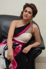 Shraddha Das wearing a Gavin Miguel from M the store at the audio launch of her movie Guntur Talk on 21st Feb 2016 (46)_56cab0d8e9490.JPG