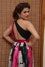 Shraddha Das wearing a Gavin Miguel from M the store at the audio launch of her movie Guntur Talk on 21st Feb 2016 (58)_56cab0eb047a9.JPG