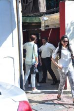 Sonakshi Sinha snapped as she came for lunch in Bandra on 21st feb 2016 (4)_56cab0dfeade8.JPG