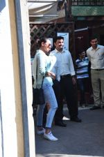 Sonakshi Sinha snapped as she came for lunch in Bandra on 21st feb 2016 (8)_56cab0e1a581c.JPG