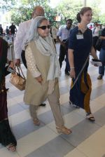 Jaya Bachchan snapped at airport on 22nd Feb 2016 (15)_56cc0304c45ee.JPG