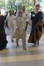 Jaya Bachchan snapped at airport on 22nd Feb 2016 (17)_56cc0306ee943.JPG