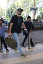 Aditya Roy Kapoor snapped at airport on 24th Feb 2016 (22)_56cea3c646196.JPG