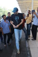 Aditya Roy Kapoor snapped at airport on 24th Feb 2016 (25)_56cea3c98d8d6.JPG