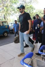 Aditya Roy Kapoor snapped at airport on 24th Feb 2016 (26)_56cea3ca82548.JPG
