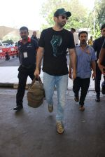 Aditya Roy Kapoor snapped at airport on 24th Feb 2016 (28)_56cea3cc467ce.JPG