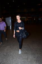 Amy Jackson snapped at international airport on 24th Feb 2016 (5)_56cea40c31235.JPG
