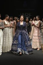 Esha Gupta walks for Jade Fashion Show in Mumbai on 24th Feb 2016 (106)_56cea47099aea.JPG