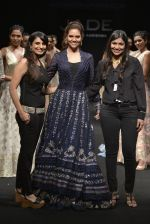Esha Gupta walks for Jade Fashion Show in Mumbai on 24th Feb 2016 (108)_56cea4720719e.JPG