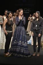 Esha Gupta walks for Jade Fashion Show in Mumbai on 24th Feb 2016 (109)_56cea472ab4d9.JPG