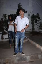 Arjun Rampal snapped with models from his ramp days at Olive in Bandra on 26th Feb 2016 (1)_56d18b64e4c64.JPG