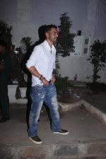 Arjun Rampal snapped with models from his ramp days at Olive in Bandra on 26th Feb 2016 (10)_56d18b78a3a09.JPG