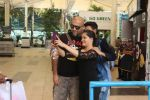 Vishal Dadlani snapped at the airport in Mumbai on 26th Feb 2016 (30)_56d18a859d75c.JPG