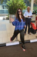 Kainaat Arora snapped at airport on 27th Feb 2016 (17)_56d2c4b1940f9.JPG