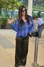 Kainaat Arora snapped at airport on 27th Feb 2016 (20)_56d2c4b39cd09.JPG
