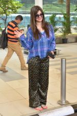 Kainaat Arora snapped at airport on 27th Feb 2016 (18)_56d2c4b262d8f.JPG