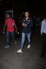 Parineeti Chopra snapped at international airport in Mumbai on 27th Feb 2016 (3)_56d2c404ed453.JPG