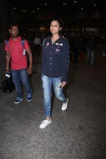 Parineeti Chopra snapped at international airport in Mumbai on 27th Feb 2016 (6)_56d2c40756898.JPG