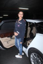 Parineeti Chopra snapped at international airport in Mumbai on 27th Feb 2016 (7)_56d2c40814b27.JPG