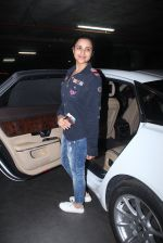 Parineeti Chopra snapped at international airport in Mumbai on 27th Feb 2016 (8)_56d2c408d3484.JPG