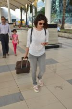 Prachi Desai snapped at airport on 27th Feb 2016 (5)_56d2c4cd62f7a.JPG