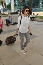 Prachi Desai snapped at airport on 27th Feb 2016 (7)_56d2c4cec4fbd.JPG