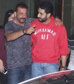 Sanjay Dutt snapped with Abhishek Bachchan at Sanjay Dutt_s House on 27th Feb 2016 (4)_56d2c4196bfe8.JPG