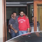 Sanjay Dutt snapped with Abhishek Bachchan at Sanjay Dutt_s House on 27th Feb 2016 (8)_56d2c41abaea5.JPG