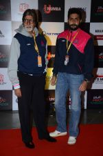 Abhishek Bachchan and Amitabh Bachchan at prokabaddi match on 28th Feb 2016 (32)_56d53c0ec2a24.JPG
