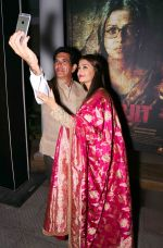 Aishwarya Rai Bachchan at the first look launch of Sarbjit in Delhi on 29th Feb 2016 (18)_56d5a64803393.JPG