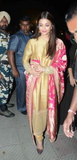 Aishwarya Rai Bachchan at the first look launch of Sarbjit in Delhi on 29th Feb 2016 (35)_56d5a6874bf81.JPG