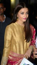Aishwarya Rai Bachchan at the first look launch of Sarbjit in Delhi on 29th Feb 2016 (41)_56d5a6908b6b6.JPG