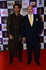Hrithik Roshan, Rakesh Roshan at radio mirchi awards red carpet in Mumbai on 29th Feb 2016