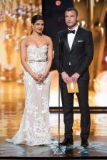 Priyanka Chopra at Oscars on 28th Feb 2016 (4)_56d59adfbce7f.jpg