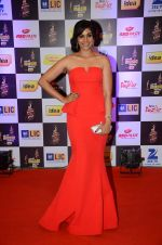 Sonali Kulkarni at radio mirchi awards red carpet in Mumbai on 29th Feb 2016 (353)_56d5a043bbf59.JPG