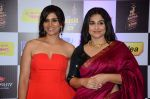 Sonali Kulkarni, Vidya Balan at radio mirchi awards red carpet in Mumbai on 29th Feb 2016