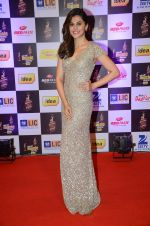 Taapsee Pannu at radio mirchi awards red carpet in Mumbai on 29th Feb 2016 (398)_56d5a0ae8ad07.JPG