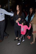 Aishwarya Rai Bachchan snapped at airport on 1st March 2016 (39)_56d6933e7dcba.JPG