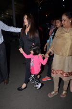 Aishwarya Rai Bachchan snapped at airport on 1st March 2016 (40)_56d69341cb1ac.JPG