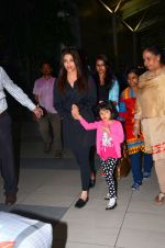 Aishwarya Rai Bachchan snapped at airport on 1st March 2016 (41)_56d6934817b8d.JPG